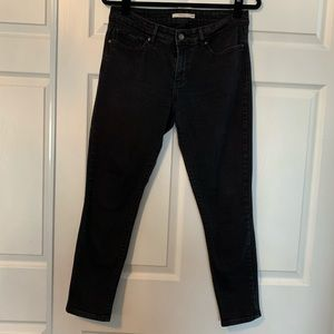 Women's black Levi 711 skinny jeans